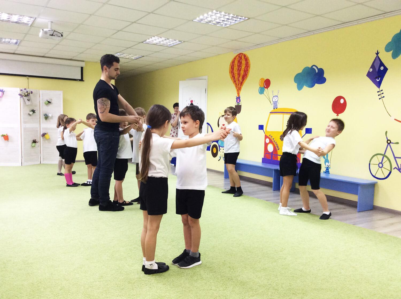 занятия хореографией в детском саду Академия Детства